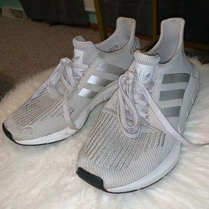 adidas swift run tennis shoes